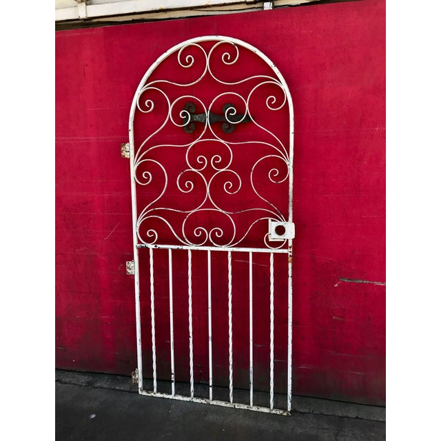 White 1940s Shabby Chic Rusty White Arched Wrought Iron Garden Fence For Sale - Image 8 of 11