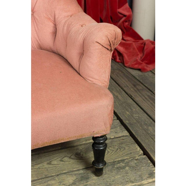 Textile 19th Century, French Pink Tufted Settee For Sale - Image 7 of 9
