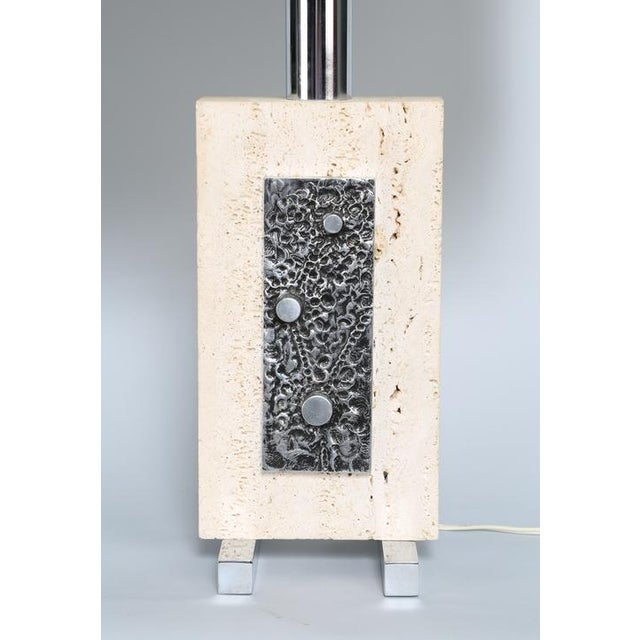1970's VINTAGE ITALIAN TRAVERTINE AND STEEL TABLE LAMP For Sale - Image 4 of 4