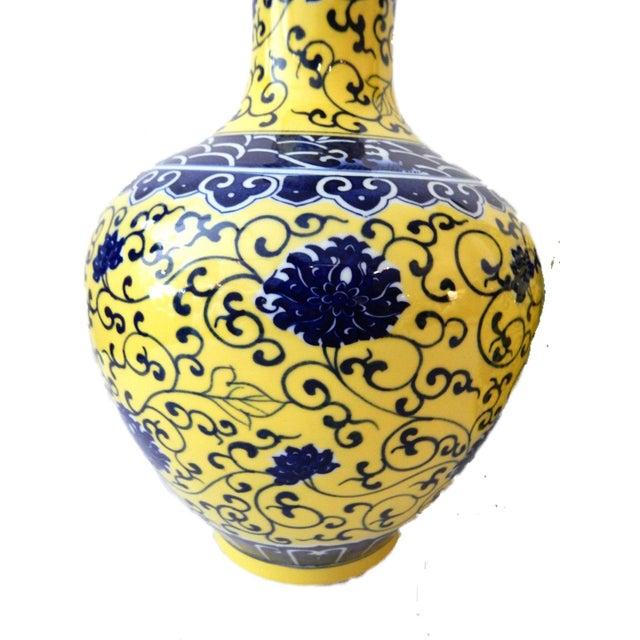 Famille Jaune Porcelain Onion Shape Pair of vases - Image 5 of 8