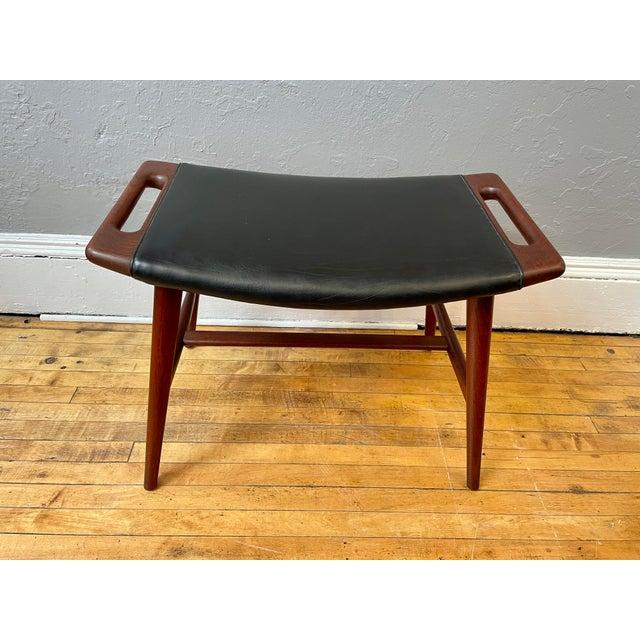 Hans Wegner 1950s Hans Wegner Piano Stool in Teak and Black Leather For Sale - Image 4 of 10