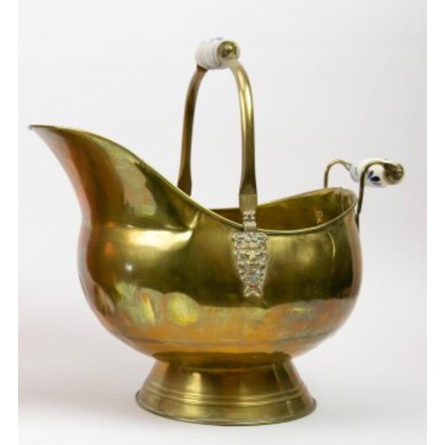 Beautiful vintage brass with ceramic handle coal scuttle In very good shape