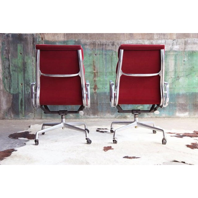 Metal 1970s Eames Herman Miller Aluminum Soft Pad Reclining Executive Lounge Chairs - Set of 8 For Sale - Image 7 of 11