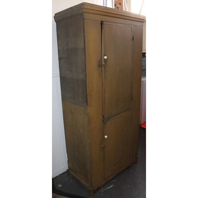 This amazing mustard painted wall cupboard has the best painted surface and is in sturdy condition. This heavy cupboard is...
