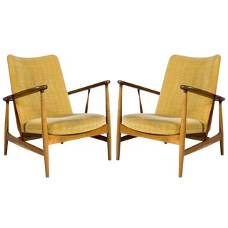Pair of Finn Juhl SW-86 Lounge Chairs For Sale