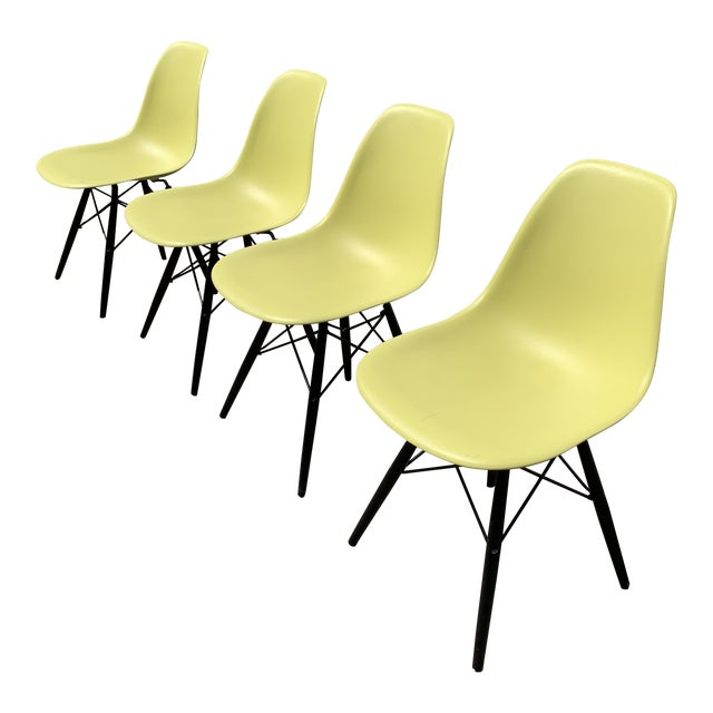 Charles Eames Herman Miller Lime Dowel Leg Chairs- Set of 4 For Sale