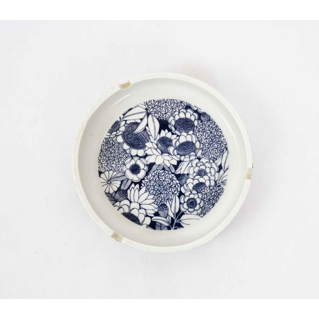 Beautifully printed blue and white ashtray with botanical motifs. Made in the 1980s.