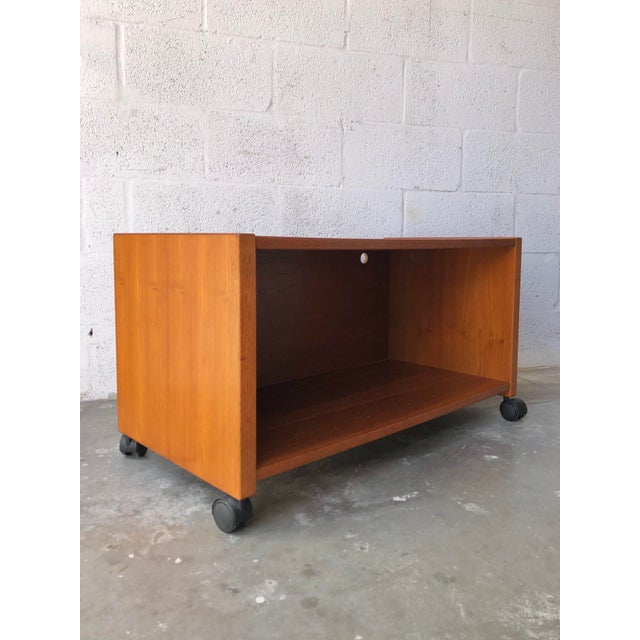 1980s Vintage Mid-Century Danish Modern Teak Tv Stand/Media Cabinet on Casters For Sale - Image 5 of 10