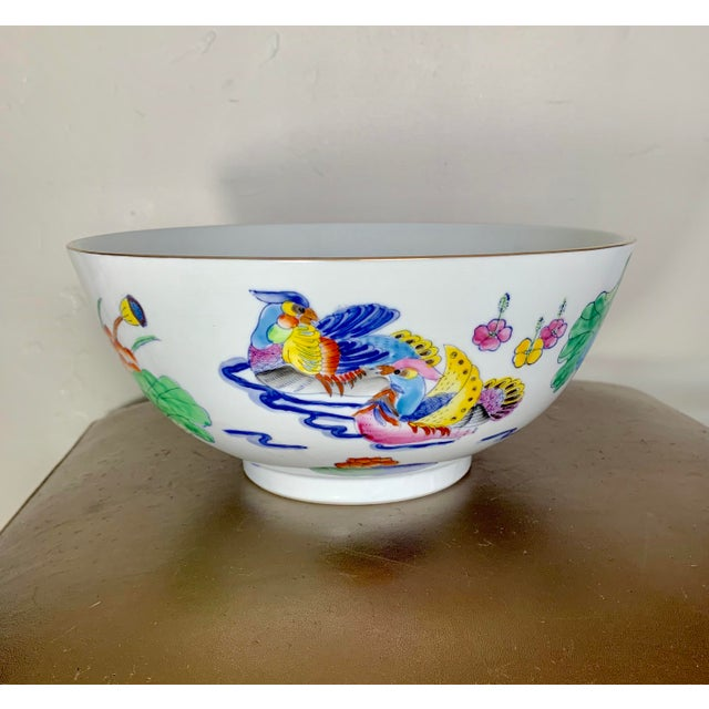 Ceramic Vintage Chinoiserie Bowl With Hand Painted Bird Decoration and Gilt Edge For Sale - Image 7 of 7