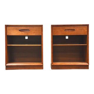 Henredon Circa '60 Walnut Nightstands- a Pair Mid Century Modern For Sale
