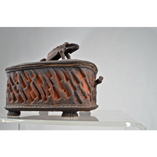 Charles Gluskoter Art Pottery Lidded Box, Usa 1987 For Sale - Image 4 of 9