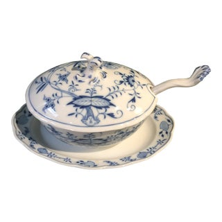 Antique German Meissen Blue Onion Double Crossed Sword Porcelain Gravy Boat With Underplate - 3 Pieces For Sale