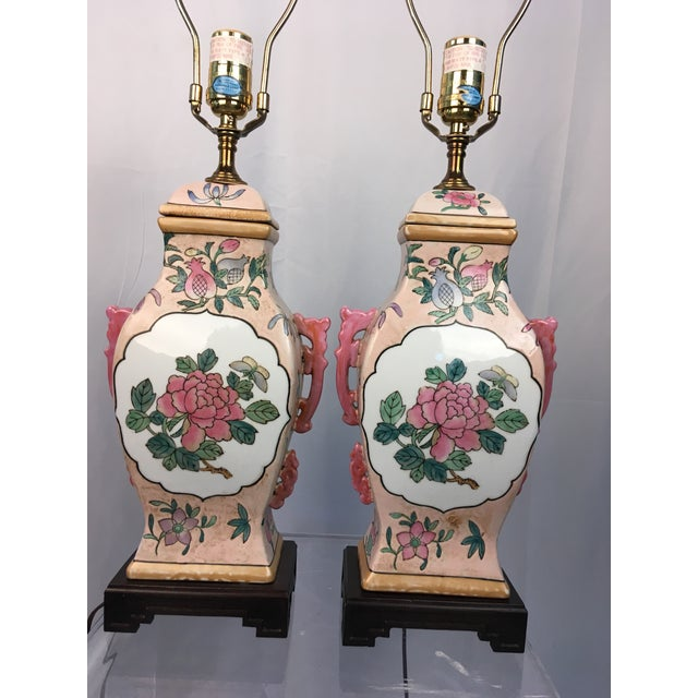 Adorable pair of vintage Chinoiserie lamps. Great colors and design!