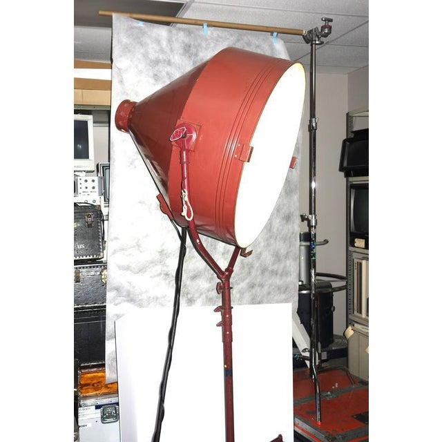 Art Deco Rare Model Hollywood Movie Studio Light Circa 1950 As Sculpture With Stand For Sale - Image 3 of 12