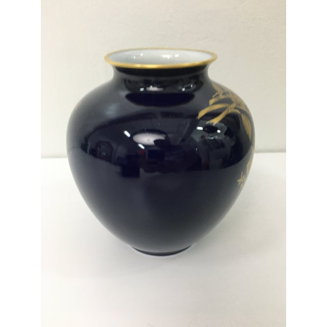 1980s Cobalt Porcelain Vase With 22 Carat Gold Floral Motif by A. K. Kaiser W Germany For Sale - Image 5 of 11