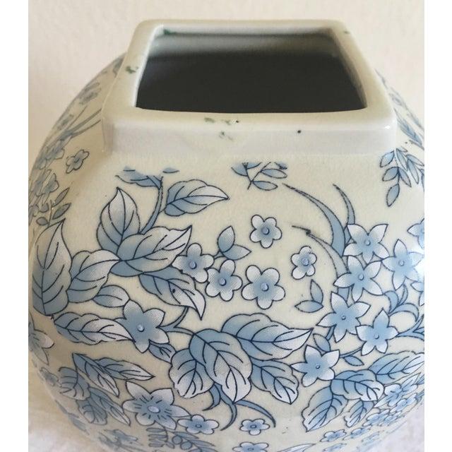 Tall Vintage White & Blue Floral Oriental Vase - Image 4 of 8