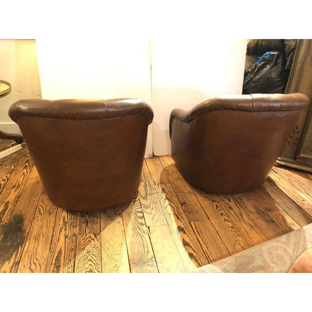 Ward Bennett 1970s Mid-Century Modern Tufted Leather Swivel Club Chairs - a Pair For Sale - Image 4 of 11