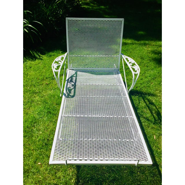 Metal 1960s Mid-Century Woodard White Chaise Lounge For Sale - Image 7 of 11