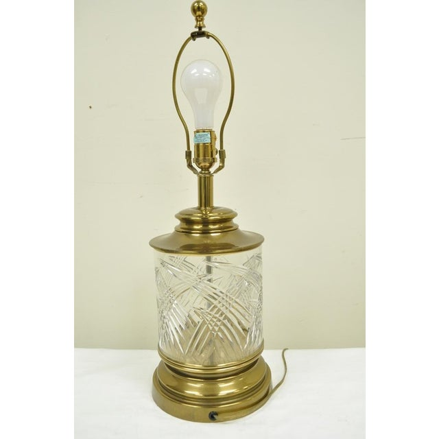 Mid 20th Century Vintage Ethan Allen Brass & Etched Crystal Glass Table Desk Bedside Table Lamp For Sale - Image 5 of 11