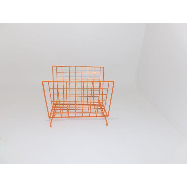 Mid-Century Modern Mid Century Modern Orange Wire Metal Magazine Rack For Sale - Image 3 of 8