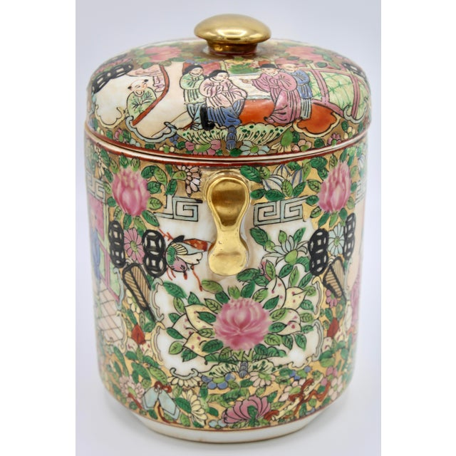 18th Century Chinese Rose Medallion Porcelain Lidded Jar For Sale In Tulsa - Image 6 of 12