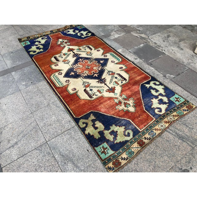 Turkish 1960s Vintage Turkish Oushak Floral Rug - 3′10″ × 8′3″ For Sale - Image 3 of 11