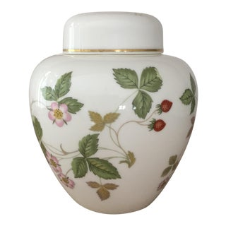 Petite Wedgewood Wild Strawberry Ginger Jar For Sale