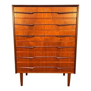 Vintage Danish Mid Century Modern Teak Chest of Drawers Dresser For Sale