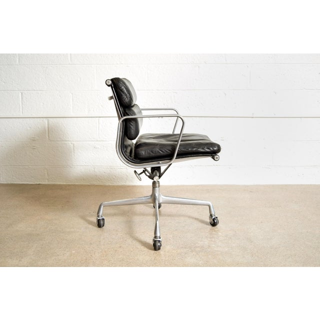 Original Eames for Herman Miller Aluminum Group Soft Pad Management Office Chair with Arms For Sale - Image 5 of 11