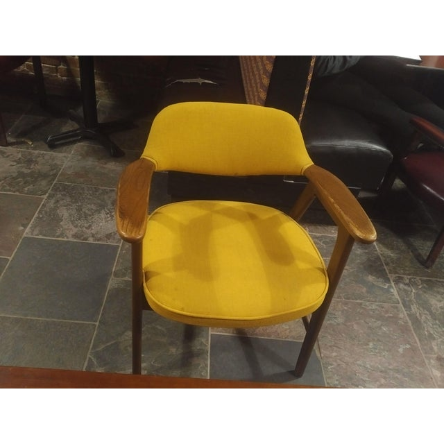 Mid-Century Modern Yellow Padded Paoli Chair For Sale In New York - Image 6 of 6