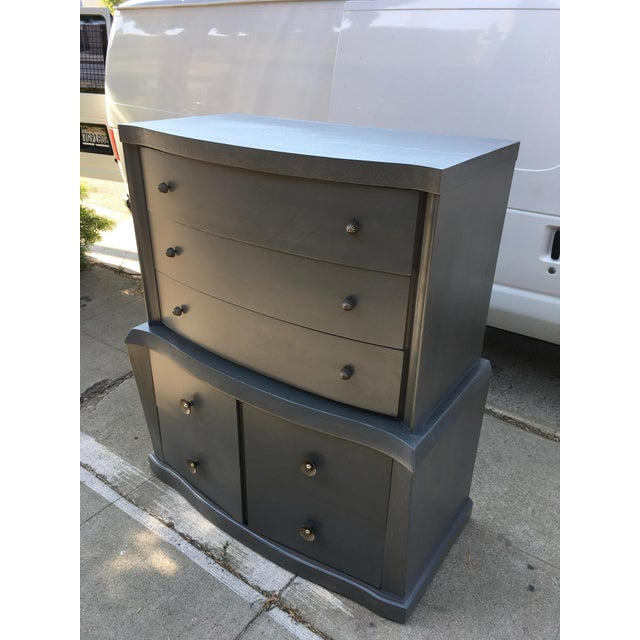 This is a fantastic American East-Coast 1940s highboy dresser with 5 drawers. Stunning craftsmanship on this highboy - we...