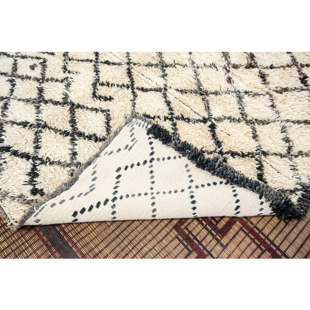 White Vintage Midcentury Beni Ouarain Moroccan African Rug For Sale - Image 8 of 10
