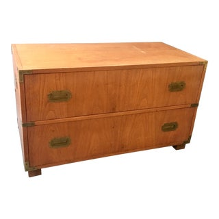 1950s Mid Century Modern Baker Furniture 2-Drawer Campaign Chest For Sale