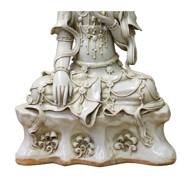 Asian Chinese Tong Style Off White Porcelain Kwan Yin Tara Bodhisattva Statue For Sale - Image 3 of 7