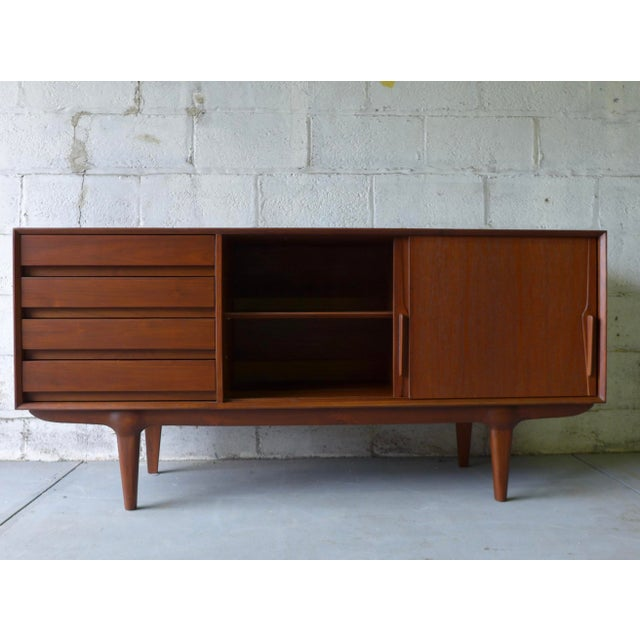 Teak Mid Century Modern CREDENZA media stand For Sale In New York - Image 6 of 10