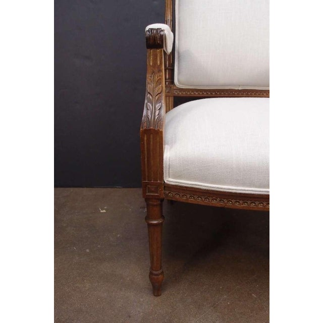 Linen A Pair of French Louis XVI Style Fateuils For Sale - Image 7 of 7