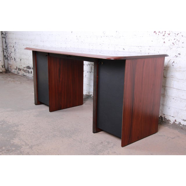 Art Deco Afra and Tobia Scarpa for B&B Italia Rosewood, Burl and Leather Desk, 1970s For Sale - Image 3 of 13