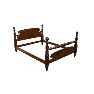 20th Century Early American Ethan Allen Antiqued Pine Old Tavern Queen Size Bedframe For Sale