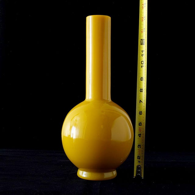 Early 20th Century Early Peking Glass Imperial Yellow Vase For Sale In New York - Image 6 of 7