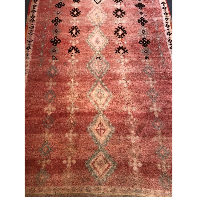 Moroccan Vintage Moroccan Rug - 4′6″ × 8′6″ For Sale - Image 3 of 6