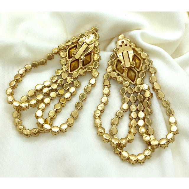 1960s William deLillo Goldtone and Clear Crystal Dangling Earrings For Sale In Los Angeles - Image 6 of 8