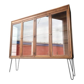 Mid Century Modern Display Case Shelving Unit on Hairpin Legs For Sale