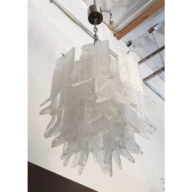 Italian 1960s Vintage Mazzega Graniglia Leaves Layered Murano Glass Chandelier For Sale - Image 3 of 7