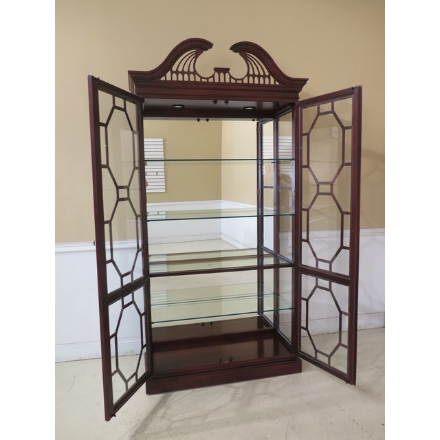 Wood Lineage Chippendale Style Cherry 2 Door Curio Cabinet For Sale - Image 7 of 11
