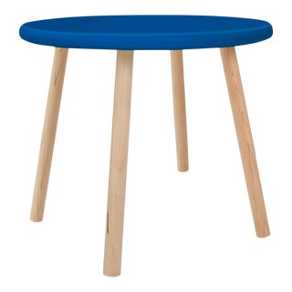 "Peewee Small Round 23.5"" Kids Table in Maple With Pacific Blue Finish Accent For Sale"