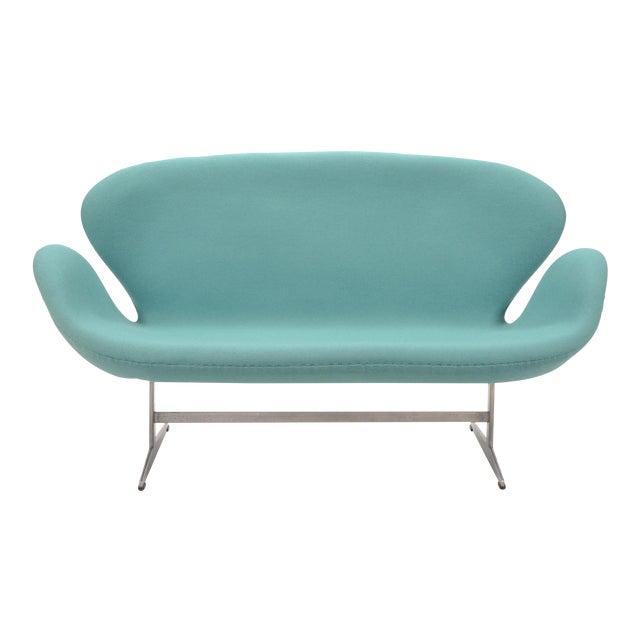 Arne Jacobsen Swan Sofa by Fritz Hansen For Sale