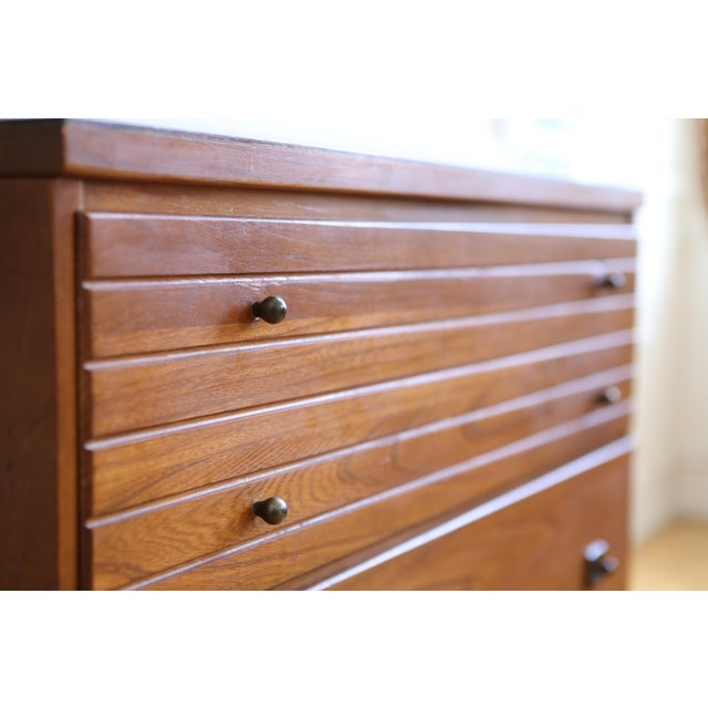 Mid Century Modern Three Drawer Chest / Cabinet - Image 4 of 8