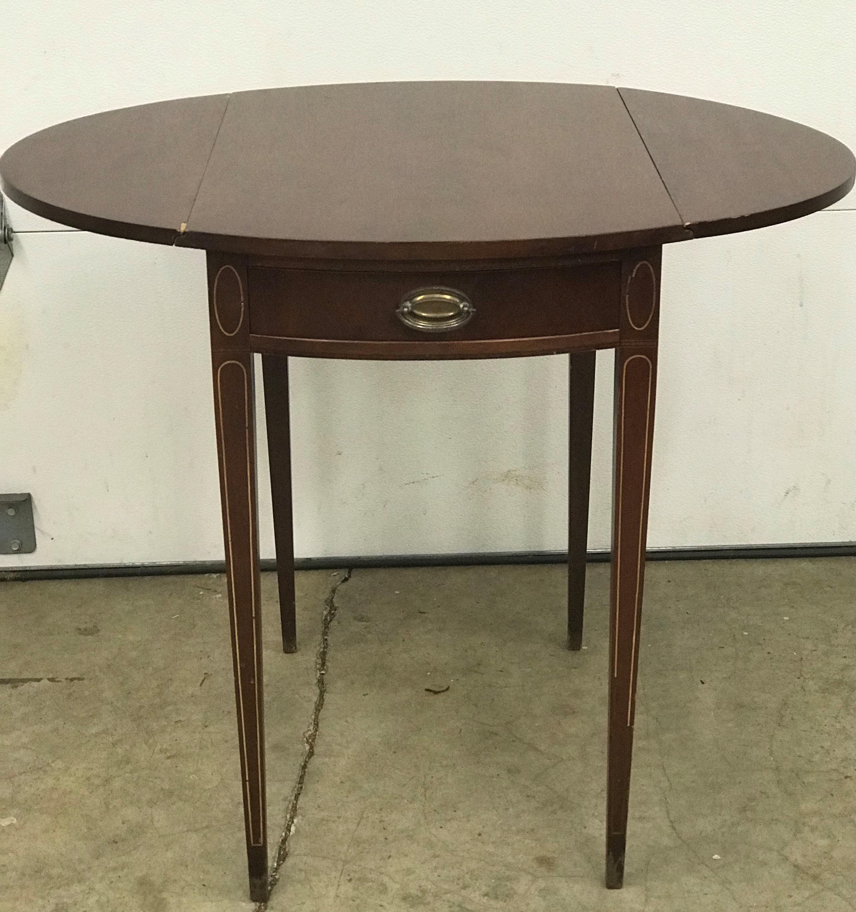 Beautiful Mid 20th Century Mahogany Drop Leaf Side Table! Very Versatile  With Or Without