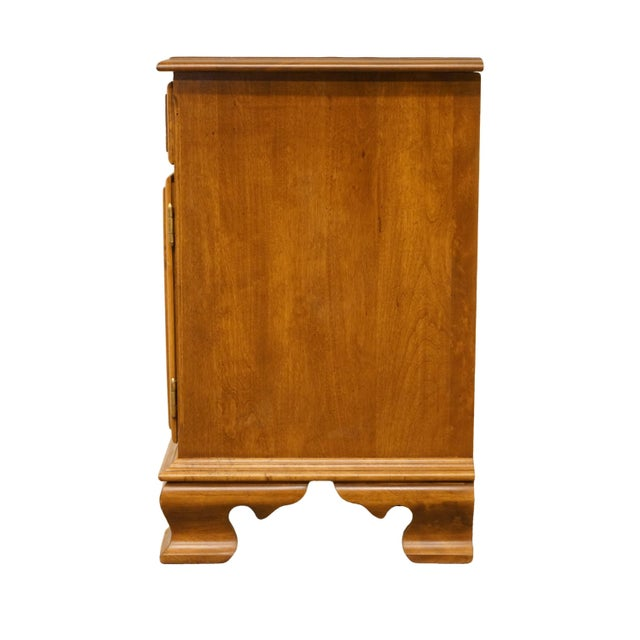 """20th Century Early American Ethan Allen Heirloom Nutmeg Maple 22"""" Cabinet Nightstand For Sale - Image 10 of 13"""