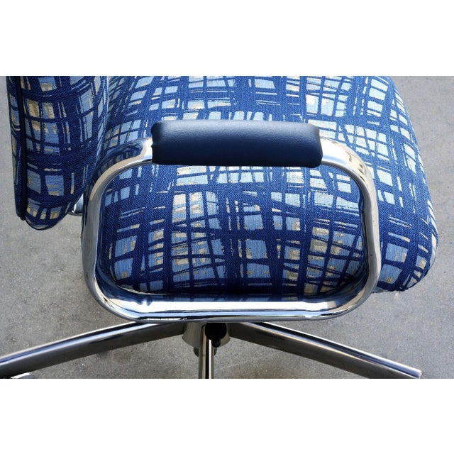 Vintage SteelCase Executive Steno Armchair, Refinished For Sale In Los Angeles - Image 6 of 7